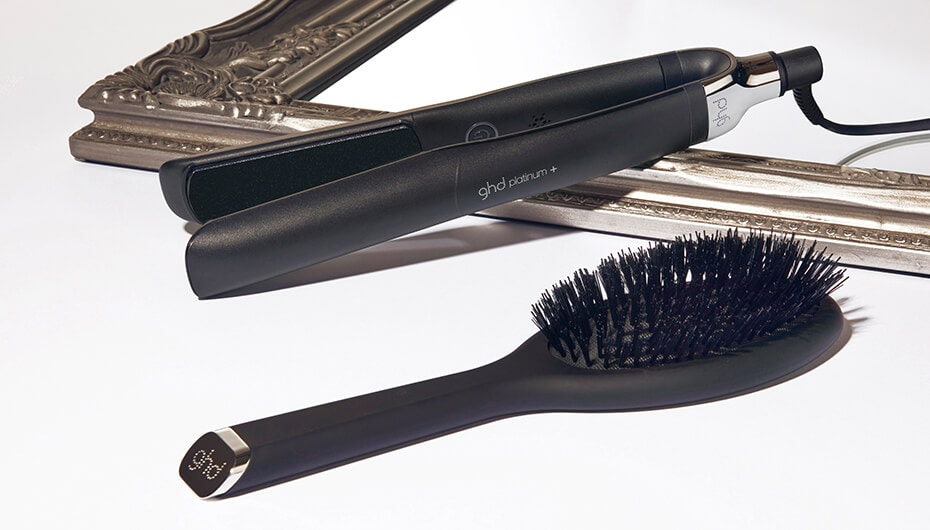 ghd platinum+ and oval dressing brush