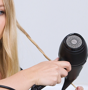 step two: Twist dry hair with hairdryer