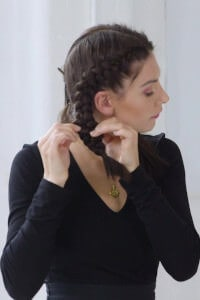 step five: Pull and pinch the braid