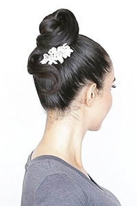 Radiates glamour with these easy prom hairstyles