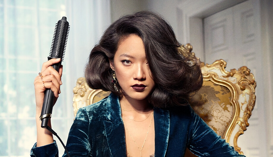 Full-bodied volume hairstyle with the ghd rise