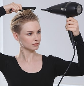step three: Use hairdryer and comb to dry hair
